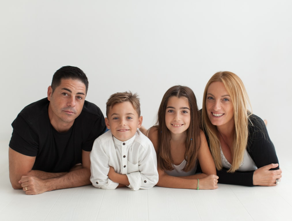 Familia en estudio fotográfico